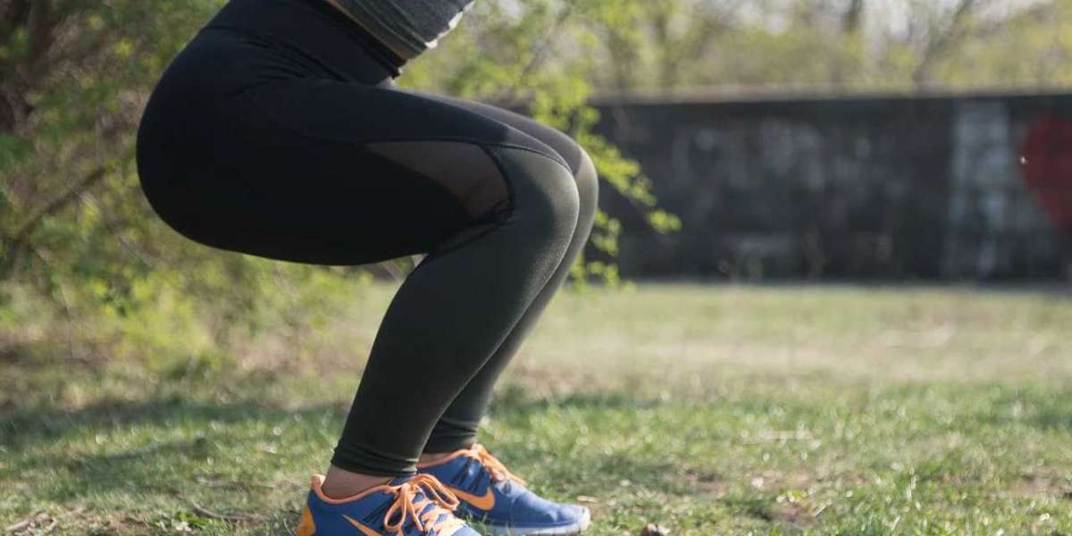 10 COMMON SQUAT MISTAKES TO AVOID