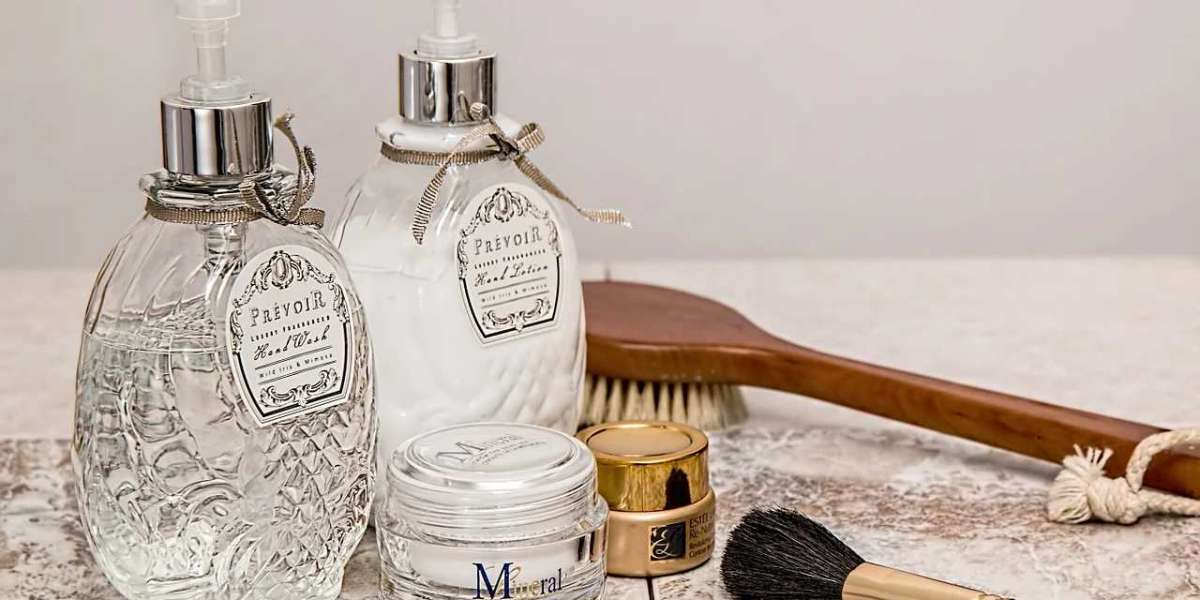 How to Pack Toiletries And Makeup Better