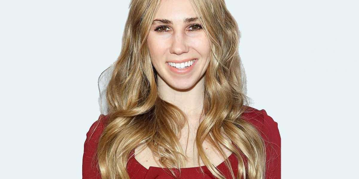 Zosia Mamet Reveals Her Celebrity Secrets for Flawless Skin