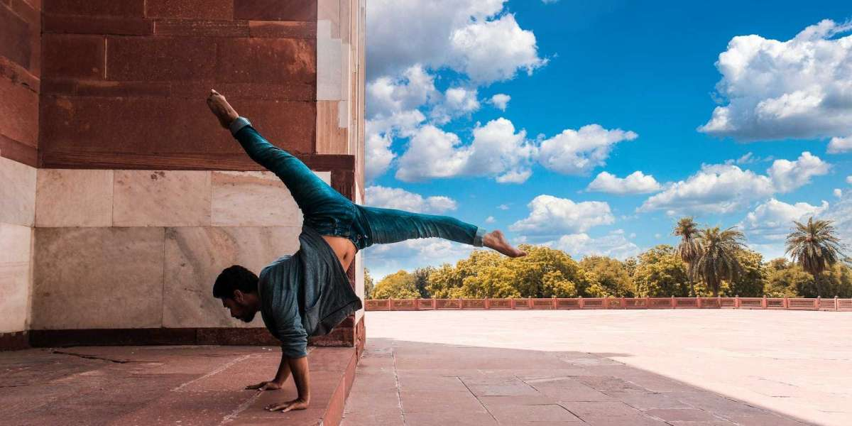 How to Do a Handstand: Get Your First Handstand in 30 Days