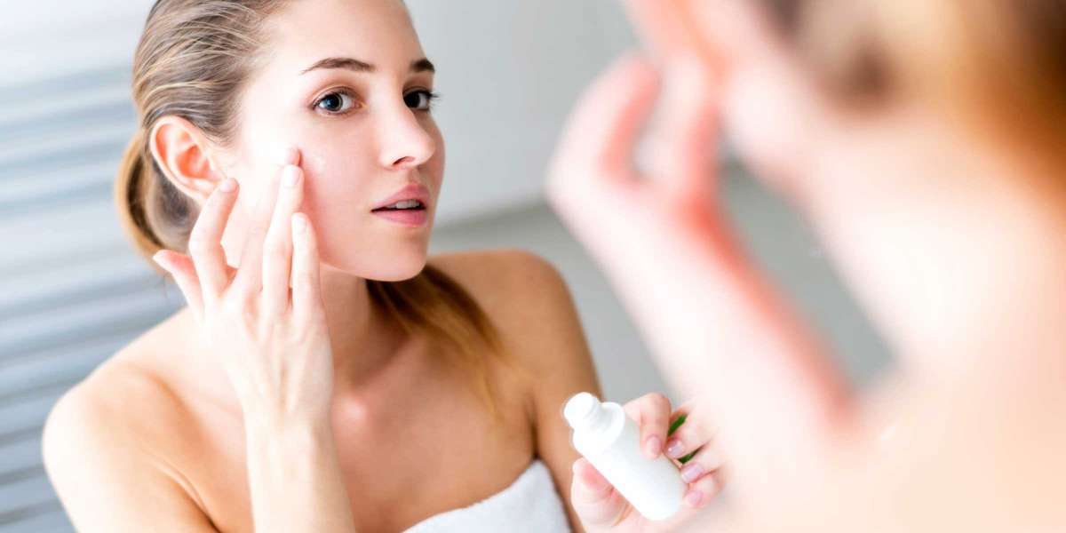 How to Build A Skincare Routine for Dry, Dehydrated Skin