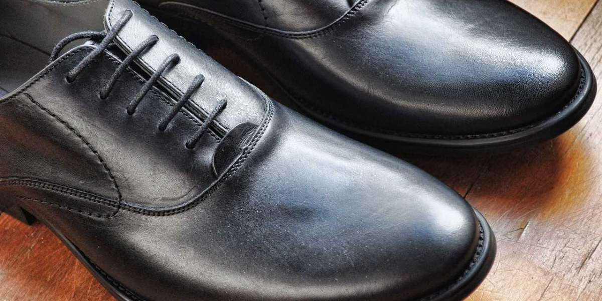 HOW SHOULD DRESS SHOES FIT?