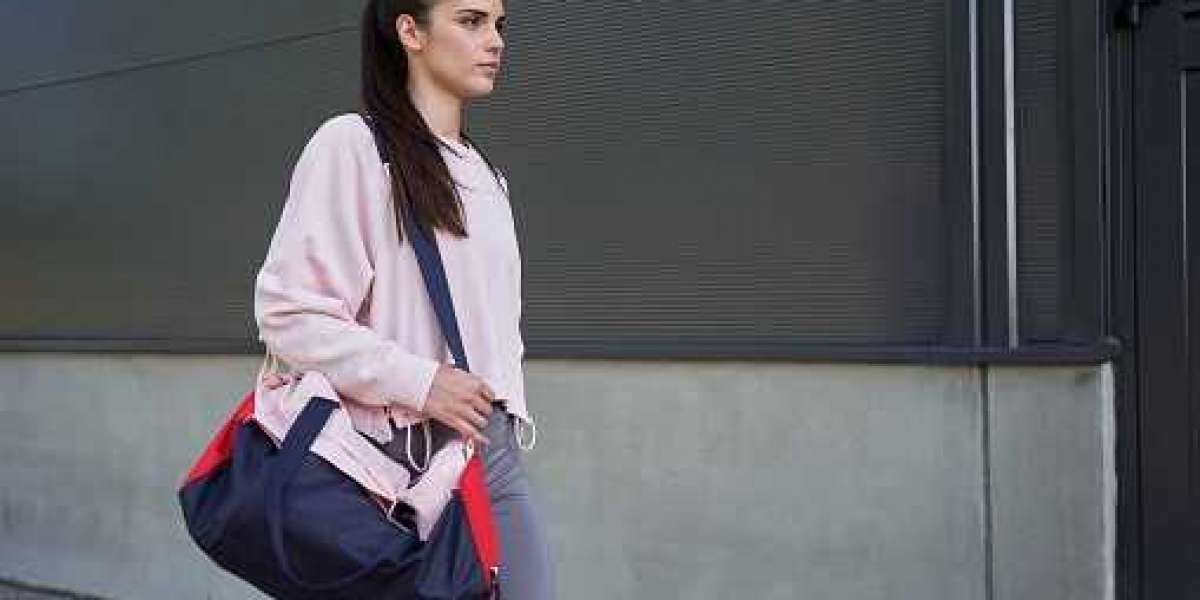 20 BEST GYM BAGS FOR WOMEN WHO LOVE FITNESS