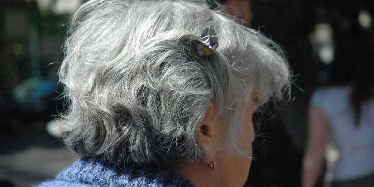 Growing Out Your Gray Hair? Read This