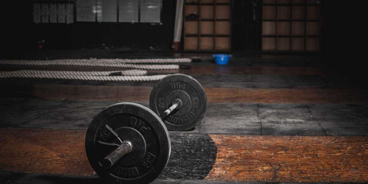 BUILD MORE MUSCLE IN LESS TIME WITH THIS BRUTAL BARBELL COMPLEX