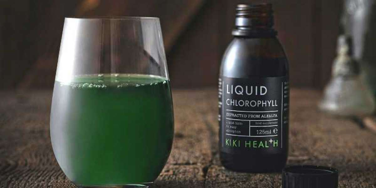 Is It Safe to Drink Liquid Chlorophyll? Here's What a Nutritionist Wants You to Know