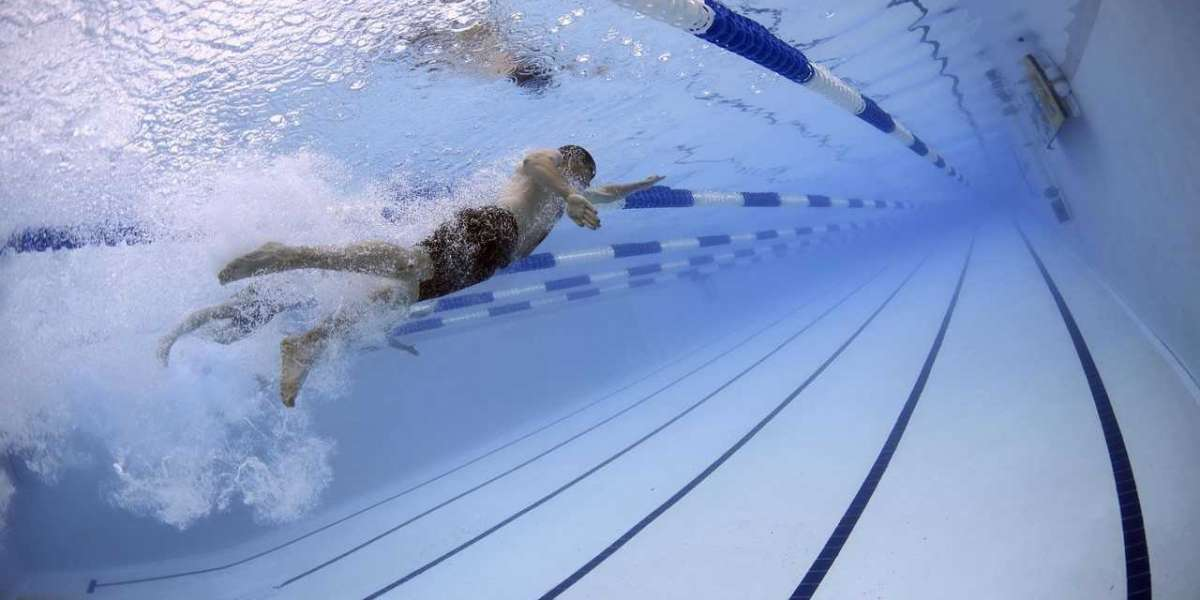 SWIM LIKE AN OLYMPIAN WITH THESE POOL WORKOUT TIPS FOR BEGINNERS