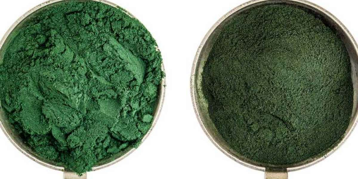 CHLORELLA VS. SPIRULINA: WHAT ARE THEIR BENEFITS & WHICH IS BETTER?