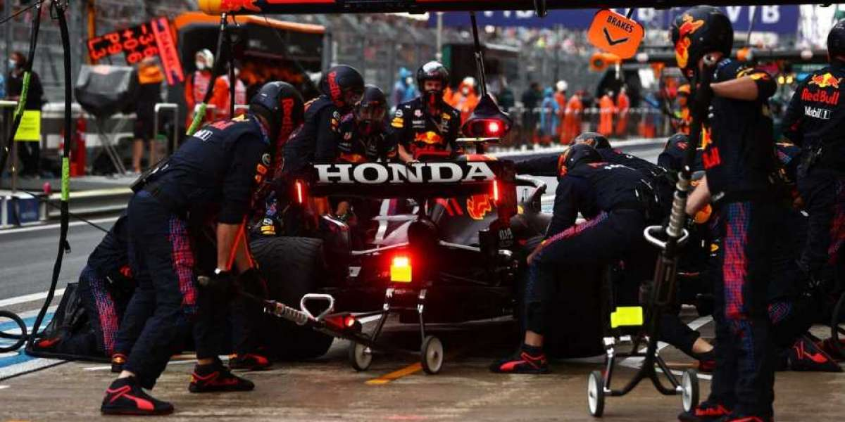 Horner once again declares bad pit stop in Russian GP